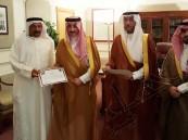 """محافظ #الأحساء يُكرِّم الحرفيين المشاركين في """"مهرجان سوق عكاظ"""""""