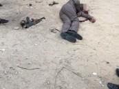 بالفيديو والصور… في #الأحساء: العثور على جثة رجل أمن غارق في دماءه في ظروف غامضة