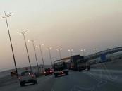 بالصور..في #الأحساء: تحويلة مفاجئة تربك المواطنين.. والسيارات تدفع الثمن!!