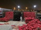 """بالصور.. أمانة #الأحساء تُصادر 47 طن """"خضار"""" فاسدة  في """"المركزي"""""""