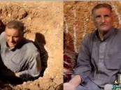 """بالفيديو.. سوري يحفر منزلاً تحت الأرض لحماية أسرته من القصف """"الروسي"""""""