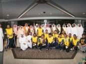 بالصور.. الأمير الوليد بن طلال يكرم إدارة ولاعبي نادي #الأحساء