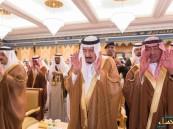خادم الحرمين يؤدي صلاة الميت على الأمير نواف بن عبدالعزيز بالحرم المكي