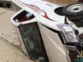 بالفيديو.. تصرفات غريبة ومتهورة لسائق سيارة على طريق بالمملكة !!