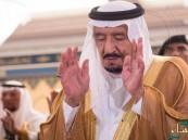 خادم الحرمين يؤدي صلاة الميت على الأمير بندر الفيصل