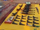 بالصور.. القبض على مركبة تحوي أسلحة وذخيرة بداير جازان