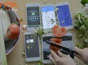 """بالفيديو.. استخدام هاتف صيني كـ """"لوحة تقطيع"""" دون تأثر شاشته بأي خدوش أو ضرر"""