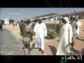 شاهد.. لحظة استقبال قادة ومواطني الإمارات للدفعة الأولى من جنود عاصفة الحزم