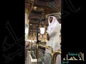 شاهد.. ماذا فعل هذا المؤذن بعد أول أذان له بالمسجد النبوي ؟!