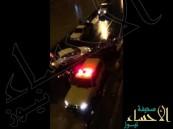 بالفيديو.. شباب يغامرون بحياتهم لإنقاذ عائلة محتجزة في مخرج 33 بالرياض