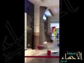 شاهد بالفيديو.. #قطر تغرق ومياه الأمطار تغزو مطار حمد الدولي