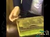بالفيديو.. مصحف طُبع في القرن 81 يظهر صورة مكة والكعبة عند طي صفحاته