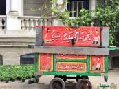 بالصور.. السفير البريطاني بالقاهرة يكافئ موظفيه بـ عربة فول !