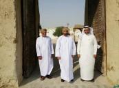 """بالصور.. السفير العماني و القنصل الأمريكي يزوران """"قصر إبراهيم"""" الأثري"""