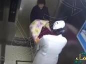 الجدّة تحبط محاولة اختطاف رضيع من المستشفى على يد ممرضة مزيفة !