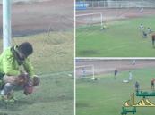 بالفيديو.. حارس كويتي يسجل هدفاً غريباً في مرماه !