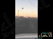 بالفيديو.. مفحّط متهور يقود بسرعة 180 يصطدم سيارة مواطن على الطريق السريع