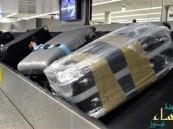 بالصورة.. مسافر يبتكر طريقة فريدة لتجنب فقدان حقائبه في المطار !