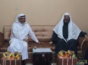 بالصور في لفتة كريمة.. مدير تعليم #الأحساء يزور مدير الإعلام التربوي سابقاً