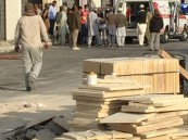 بالصور.. نجاة عامل بناء من الموت بأحد المباني على طريق الملك عبدالله