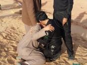 صورة لرجل أمن يواسي مواطناً فقد عائلته تثير تعاطف المغردين