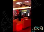 بالفيديو..رقم جوال بأكثر من مليون ريال في الرياض !