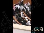 """بالفيديو.. نائب كويتي يفاجئه الموت أثناء انعقاد """"مجلس الأمة"""""""