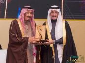 """بالصور.. #الملك_سلمان يُتوج #بر_الأحساء بالمركز الأول بجائزة """"الملك خالد"""" للتميز"""