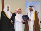 """وكيل وزارة التعليم يُكرم ثانوية """"سعد بن عبادة"""" وقائدها """"الباش"""""""