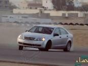 بالفيديو.. فتاة تخوض تجربة التفحيط مع شاب في سيارته
