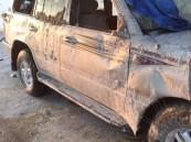 بالصور .. في #الأحساء مواطن ينجو بأعجوبة بعد انقلاب سيارته بسبب الأمطار