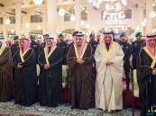 خادم الحرمين يؤدي صلاة الميت على الأمير سعود بن محمد بن عبدالعزيز