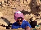 أستاذ جيولوجيا يشتري جبلًا تاريخيًّا قرب الرياض لاحتواءه على كنز أثري