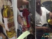 بالفيديو.. القبض على عامل أجنبي يعبئ زيوت الشعر من زيت قلي الطعام