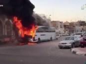 بالفيديو … مسلحون يضرمون النار بحافلة موظفي ارامكو في القديح