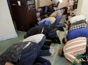 مصنع أمريكي يُغيِّر قواعد العمل لمنع المسلمين من الصلاة !