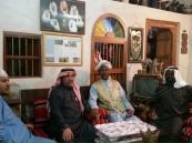 """المؤرخ والأديب المكي """"عبدالله أبكر"""" في زيارة لمتحف الخليفة بالأحساء"""