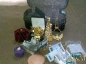 """مواطن يعثر على حقيبة مليئة بالمجوهرات والأموال خلال رحلة للبحث عن """"الفقع"""""""