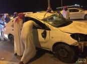 بالصور … حادث انقلاب مروع يصيب شاب في كوبري السلمانية بالأحساء