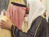 """شاهد.. """"المغامسي"""" يقبّل رأس الملك ويغرد: شرفت بالسلام على والد الجميع"""