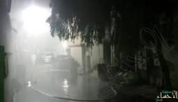 بالصور.. اندلاع حريق في منزل بالعيون ونقل حالتين اختناق إلى مستشفى العيون