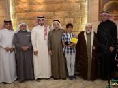 """""""البقشي"""" يكرم بطل الخليج للسباحة ٢٠١٥"""