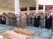 أمير القصيم يؤدي صلاة الميت على الشهيد الرشيدي.. وينقل تعازي القيادة