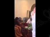 بالفيديو … سعودي يقدم هدية لزوجته بمناسبة مرور 59 عاماً على زواجهما