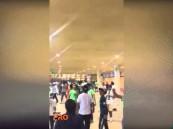 """بالفيديو … شاهد كيف تفاعلت جماهير الأهلي في """"الجوهرة"""" بتعثر الهلال أمام الفتح"""