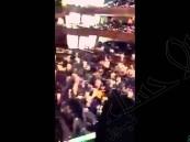 """بالفيديو … جمهور """"مسرح الحرس"""" يُردد النشيد الوطني رغم أنف """"داعش"""""""