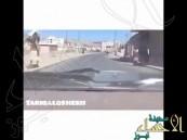 """بالفيديو … يمني يجوب شوارع صنعاء مغنياً """"لبيك يا سلمان"""""""