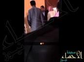 بالفيديو … طلاب يعتدون على معلم بإحدى مدارس الطائف