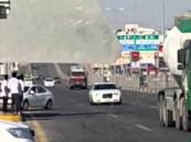 """بالفيديو … مفحط """"إنتحاري"""" يتحدى قوانين المرور وسط غياب المسؤول في الأحساء !!!"""