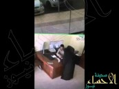 بالفيديو … أمرأتان يسرقن  محل بإستخدام السحر